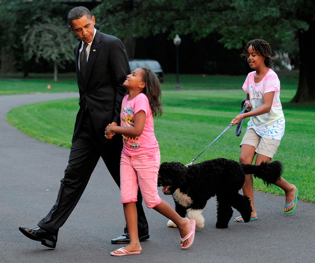 Những khoảnh khắc đáng nhớ bên vợ con của Tổng thống Obama trong 8 năm đương nhiệm - Ảnh 15.