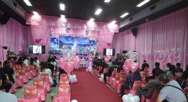 Hôn thê đang mang thai qua đời vì tai nạn giao thông, người đàn ông chung tình biến lễ viếng thành buổi lễ đính hôn - Ảnh 4.