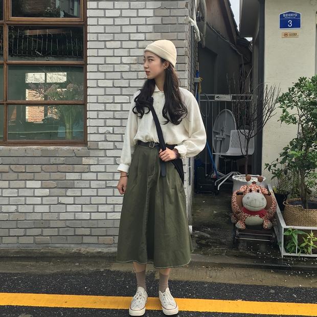 Không theo style đại trà của hot girl Hàn, cô nàng này sẽ khiến bạn xuýt xoa vì cách ăn mặc hay ho không chịu nổi - Ảnh 8.