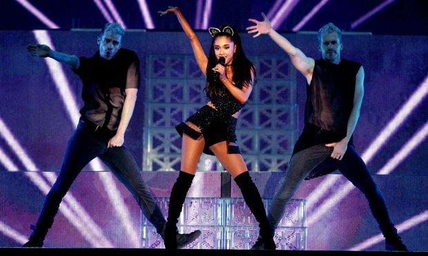 Vừa cảm nặng, viêm họng 2 ngày trước, hôm nay Ariana đã biểu diễn cực sung ở Bắc Kinh, cô gái này thật thú vị! - Ảnh 3.