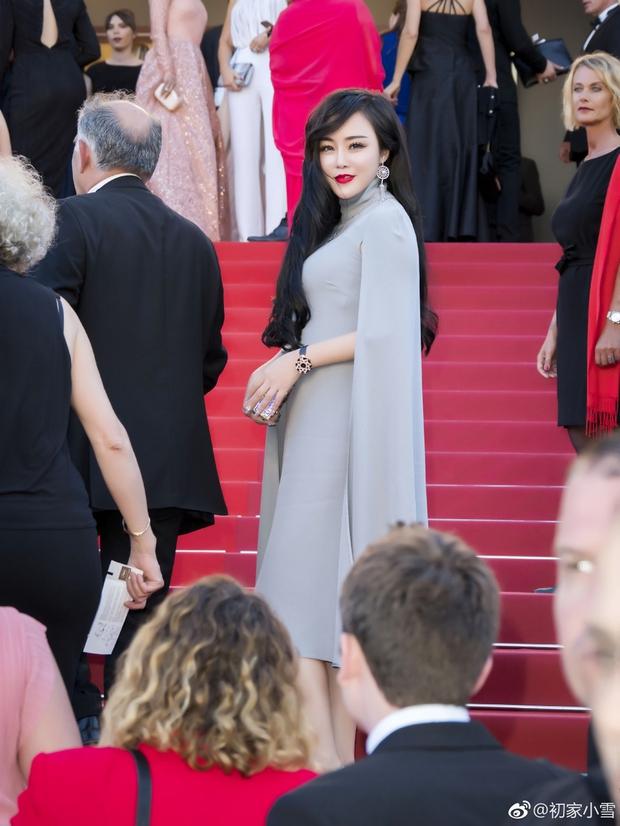 Lại thêm một người đẹp Cbiz vô danh chen chân lên thảm đỏ Cannes khiến netizen muối mặt - Ảnh 2.