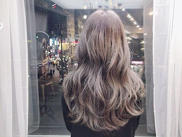 Màu tóc bà ngoại xám bạc xưa rồi, 2017 là phải nhuộm tóc màu nâu sương mù kia! - Ảnh 5.