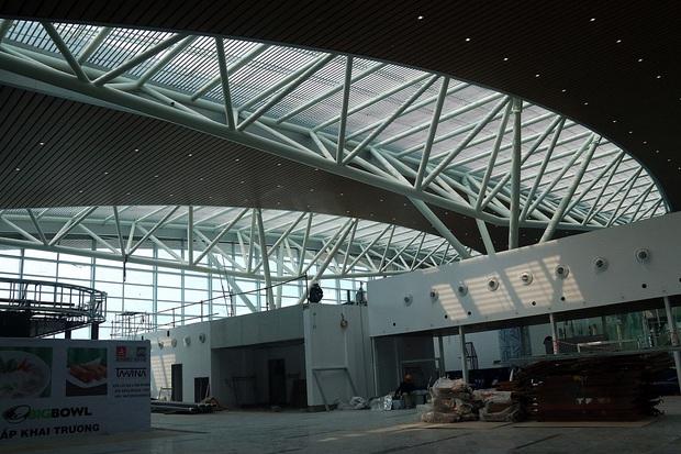 Cận cảnh nhà ga hành khách quốc tế hơn 3.500 tỷ đồng sắp hoàn thành ở Đà Nẵng - Ảnh 18.