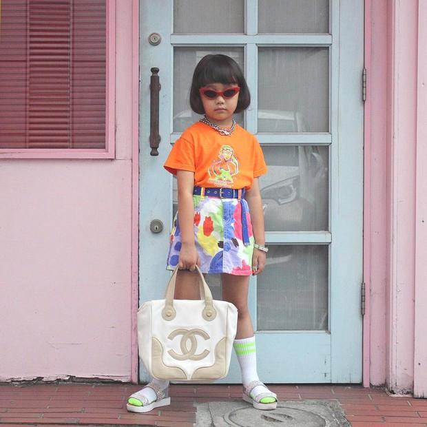 Mix đồ đẹp hơn người lớn, luôn đeo kính cực ngầu, cô bé này chính là fashion icon nhí chất nhất Nhật Bản - Ảnh 13.