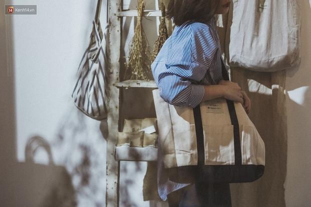 ACOHI, những chiếc túi tote vải mang ý nghĩa uống cà phê khi trời mưa của Việt Nam đang khiến giới trẻ mê mẩn - Ảnh 13.
