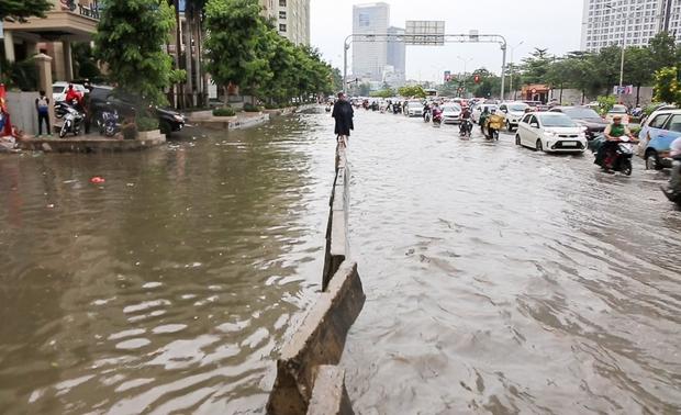 Cận cảnh quái vật thông minh ở Sài Gòn có thể hút sạch nước trên đường ngập chỉ sau 15 phút - Ảnh 2.
