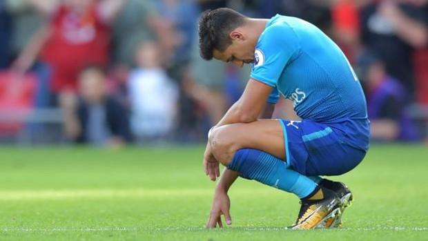 Cầu thủ Arsenal phải chăng đang phản Wenger? - Ảnh 2.