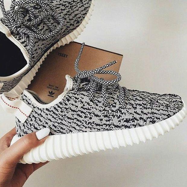 Giày Yeezy 350 có rất nhiều hàng fake, bạn đã biết cách phân biệt chưa? - Ảnh 1.