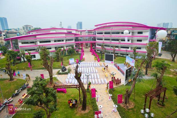 Du học tại chỗ ở Hà Nội tại ngôi trường mới toanh, sang xịn và toàn màu hồng! - Ảnh 2.