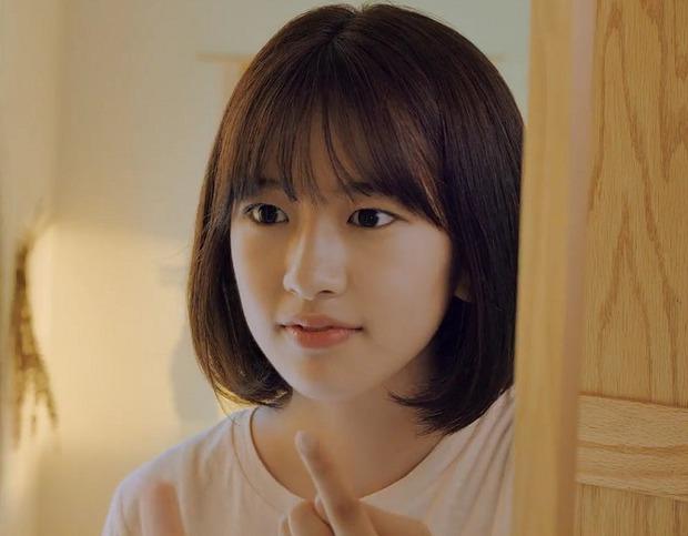 Nữ thực tập sinh nổi tiếng sau 1 clip quảng cáo vì giống nữ thần Hậu duệ mặt trời Kim Ji Won - Ảnh 4.