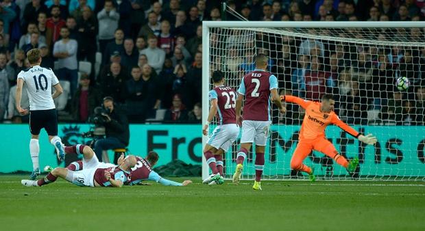 Tottenham vấp ngã trong cuộc đua vô địch vì thủ thành West Ham - Ảnh 5.