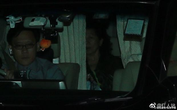 Cuối cùng cô dâu hotgirl đã xuất hiện, Quách Phú Thành nghẹn ngào xúc động trong hôn lễ - Ảnh 8.