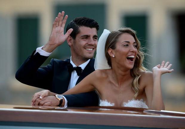Morata hôn vợ đắm đuối trong lễ cưới đẹp như cổ tích ở Venice - Ảnh 7.