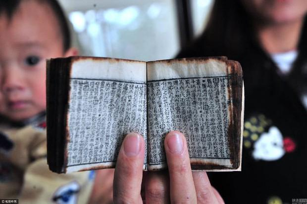 Cuốn sách tí hon chứng tỏ các sĩ tử Trung Quốc thời xưa đã biết dùng phao quay bài - Ảnh 1.