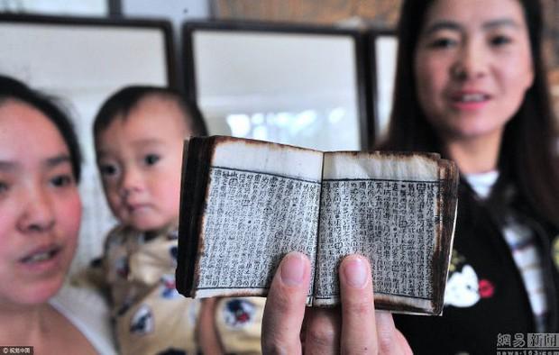 Cuốn sách tí hon chứng tỏ các sĩ tử Trung Quốc thời xưa đã biết dùng phao quay bài - Ảnh 2.