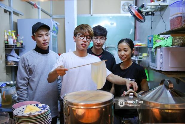 """3 quán bánh cuốn ngon """"nức nở"""" cho ngày mát trời tại Sài Gòn - Ảnh 5."""
