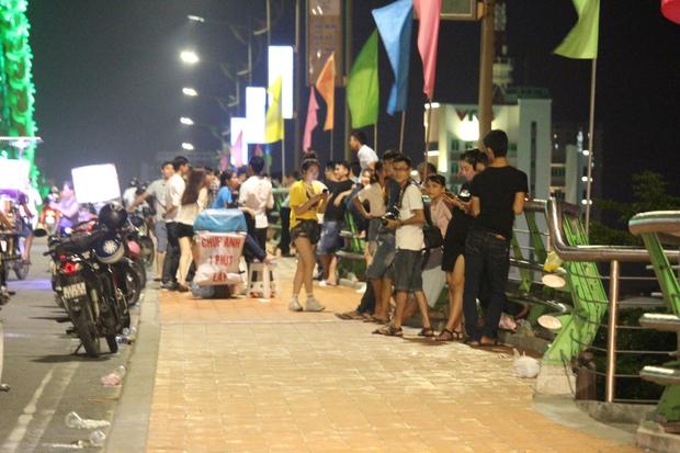 Chùm ảnh: Giới trẻ khắp mọi miền háo hức dạo phố đêm Quốc Khánh 2/9 - Ảnh 20.