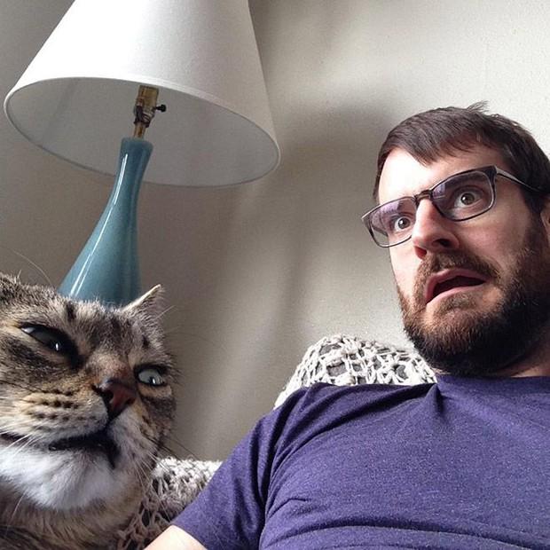 16 chú mèo ghét cay ghét đắng việc selfie cùng chủ nhân - Ảnh 11.