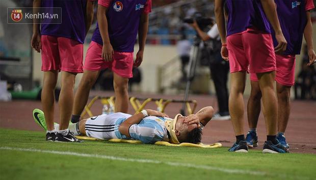 Cầu thủ Argentina nhập viện khẩn cấp sau pha tranh chấp với cầu thủ U22 Việt Nam - Ảnh 1.