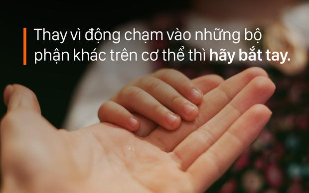 8 hành động yêu thương trẻ chúng ta cần sửa để không khiến bố mẹ của bé lo lắng - Ảnh 2.