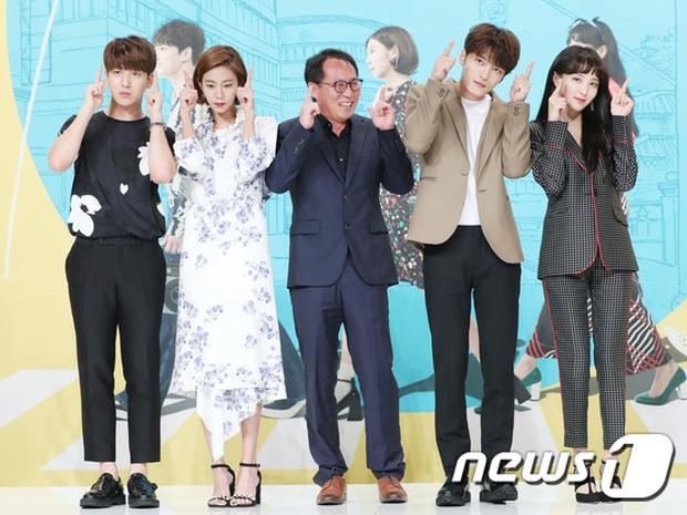 Jaejoong trở lại điển trai như hoàng tử, UEE diện váy rách hay cố tình? - Ảnh 14.