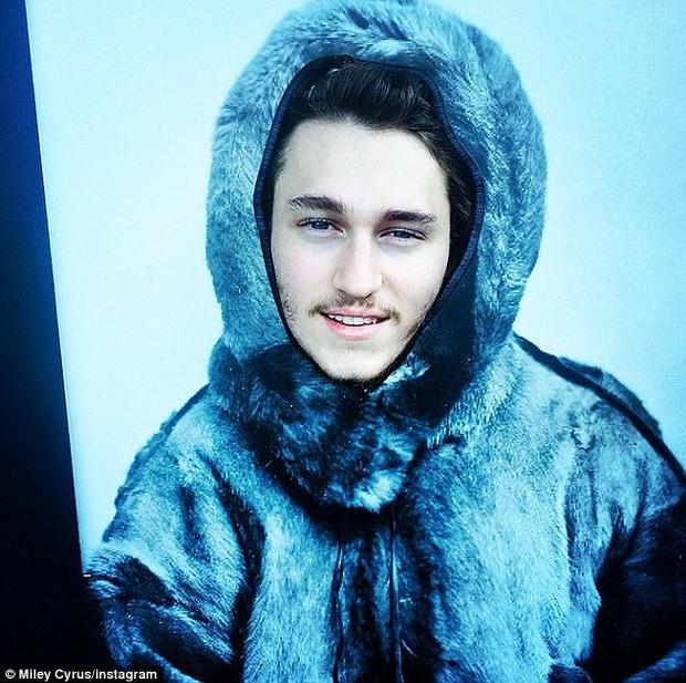 Ngoại hình đẹp trai ngời ngời, cậu em của Miley Cyrus cũng đã chính thức tấn công showbiz! - Ảnh 7.