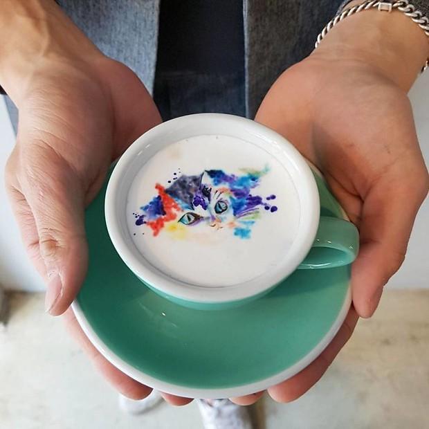 15 bức tranh tuyệt đẹp được vẽ trên tách cà phê - Ảnh 28.