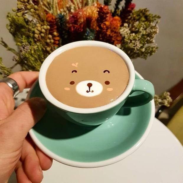 15 bức tranh tuyệt đẹp được vẽ trên tách cà phê - Ảnh 24.