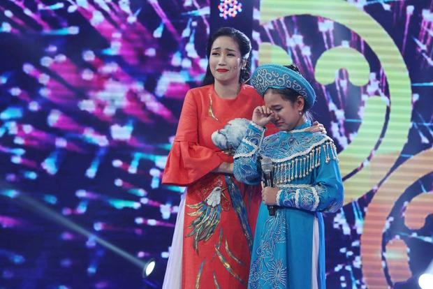 Cô bé Nghệ An khiến mẹ bật khóc trên truyền hình, khán giả bật dậy vỗ tay - Ảnh 13.