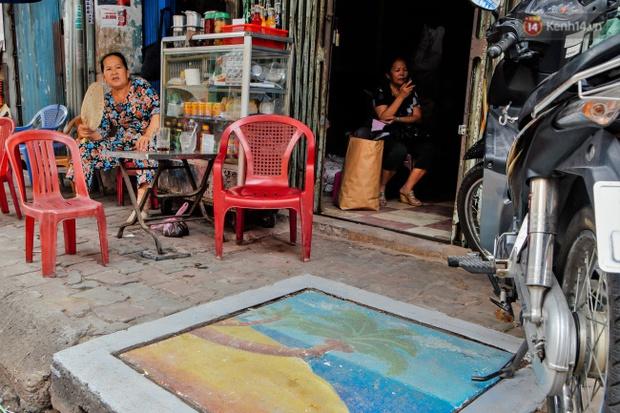 Nhìn những bức tranh trên nắp cống ở Sài Gòn đẹp như thế này, không ai nỡ xả rác nữa! - Ảnh 9.
