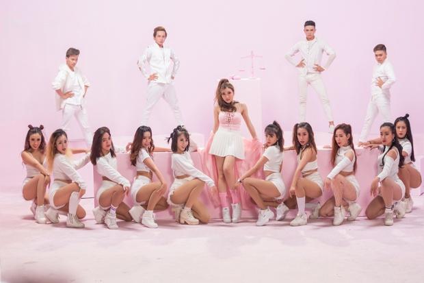Trang Pháp mời hội anh chị em đình đám showbiz góp mặt trong MV của ca khúc hay nhất từ trước đến nay - Ảnh 12.