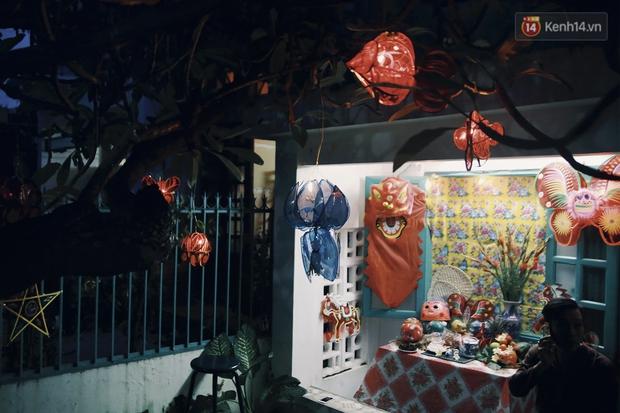 Vui như Trung thu 1992 ở Sài Gòn: Con nít cùng bố mẹ quậy tưng trước khoảng sân treo đầy lồng đèn ông sao - Ảnh 3.