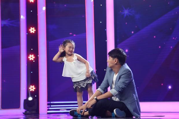 Bé 5 tuổi hát Anh cứ đi đi cực đau khổ rồi hồn nhiên nói chẳng biết cô Hari Won là ai - Ảnh 5.