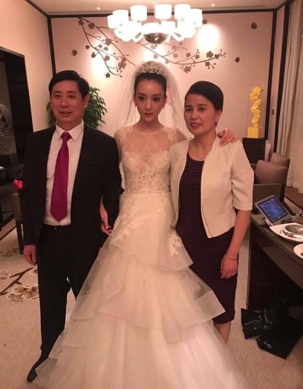 Dở khóc dở cười với lời phát biểu gây bão mạng của bố cô dâu hotgirl nói với Quách Phú Thành - Ảnh 1.