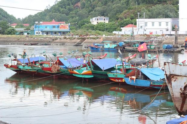 Các tỉnh miền Trung cấm tàu thuyền ra khơi trong cơn bão nguy hiểm số 10 - Ảnh 3.