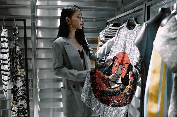 Châu Bùi độn chiều cao với giày 20cm tại buổi ra mắt BST Louis Vuitton tại Hong Kong - Ảnh 3.