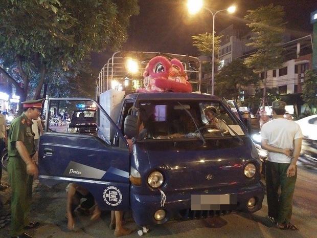 Hà Nội: Đang lái xe giữa phố, người đàn ông bất ngờ gục chết trên vô lăng - Ảnh 1.