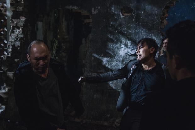 Tiến Luật đầy ám ảnh, Thu Trang bị dìm xuống nước để thủ tiêu trong Chí Phèo Ngoại truyện - Ảnh 4.