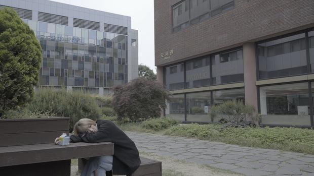 Chí Thiện đưa nhiều cảnh lãng mạn kinh điển của phim Hàn vào MV mới - Ảnh 6.