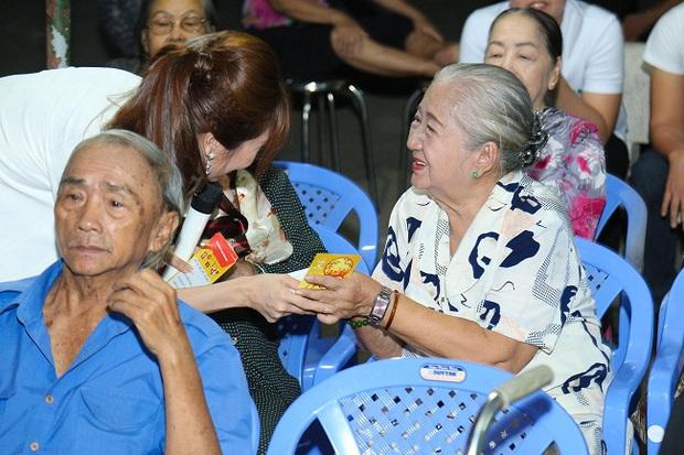 An Nguy, Trấn Thành không kìm được nước mắt trong buổi chúc tết các nghệ sĩ già - Ảnh 5.