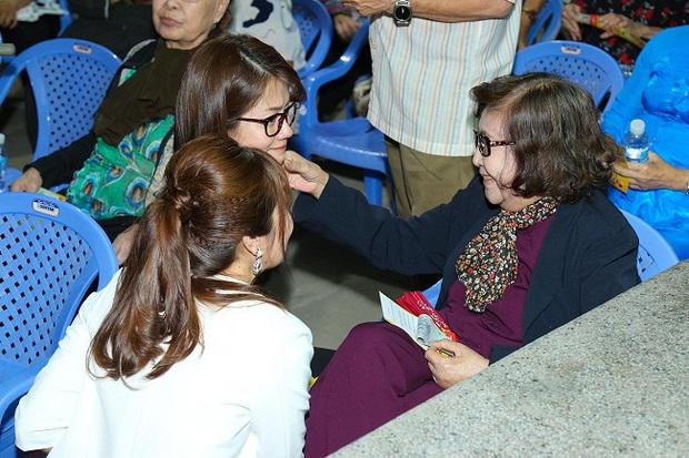 An Nguy, Trấn Thành không kìm được nước mắt trong buổi chúc tết các nghệ sĩ già - Ảnh 3.