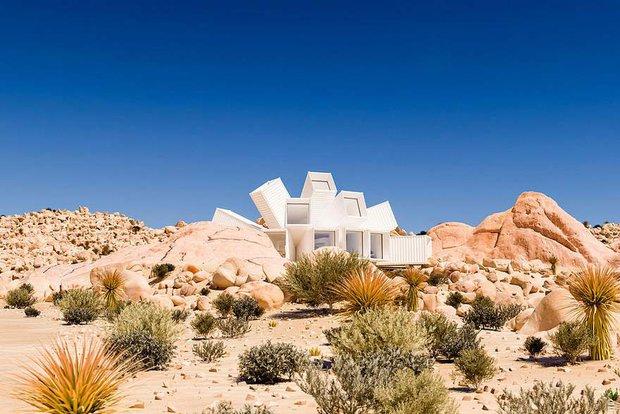 Kiến trúc sư xây nhà tuyệt đẹp giữa sa mạc chỉ bằng container - Ảnh 1.