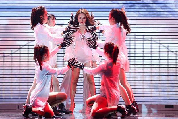 Tóc Tiên, Hương Giang Idol... đua nhau khoe eo với mốt diện corset cùng đồ thun như nhà Kardashian - Ảnh 3.