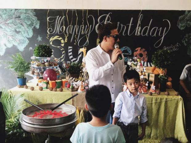 Vội đến dự sinh nhật Subeo, dân mạng tưởng Trấn Thành mặc... nhầm quần của Hari Won - Ảnh 2.
