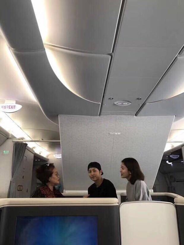 HOT: Song Joong Ki và Song Hye Kyo lần đầu xuất hiện bên nhau, cùng sang Mỹ chụp ảnh cưới - Ảnh 1.