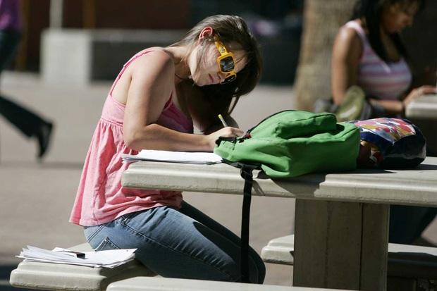 Đừng chỉ mải mê với kế hoạch vui chơi, tranh thủ hè này sinh viên nâng tầm kiến thức thôi - Ảnh 2.