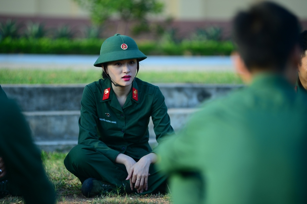 Sao nhập ngũ: Hương Giang Idol nữ tính, lăn xả trong quân đội - Ảnh 7.