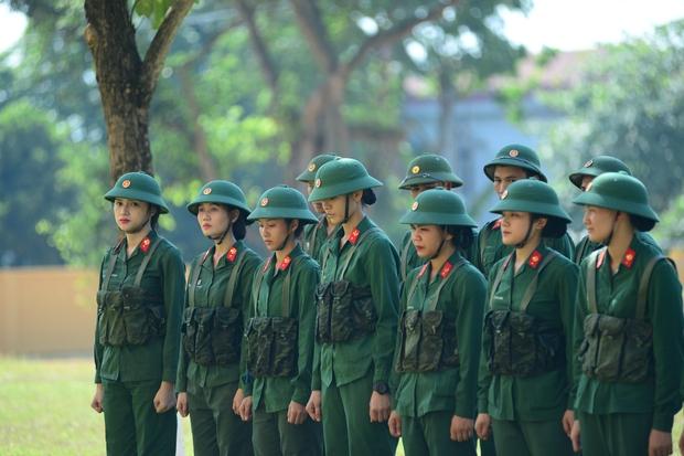 Có thể thấy dù là bản nữ nhưng số lượng nữ quân nhân vẫn khá ít