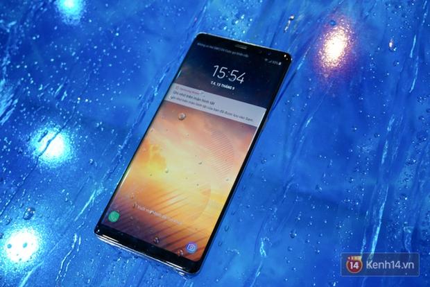 Trên tay Samsung Galaxy Note8 vừa ra mắt tại Việt Nam: Thiết kế rất ấn tượng, giá 22,5 triệu đồng! - Ảnh 3.