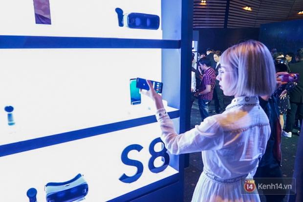 Những khoảnh khắc ấn tượng nhất diễn ra tại sự kiện ra mắt Galaxy S8 ở Việt Nam - Ảnh 12.